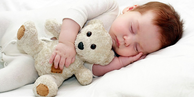Bebeklerde Sağlıklı Uyku Pozisyonu